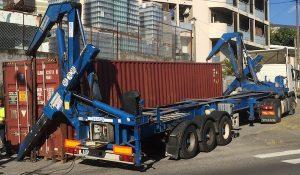 transport de container, dechargement latéral d'un conteneur